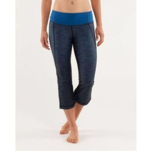 Lululemon Gather and Crow Crop Leggings Capri Blue